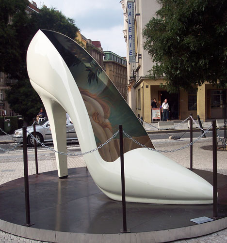 shoe-sculpture.jpg