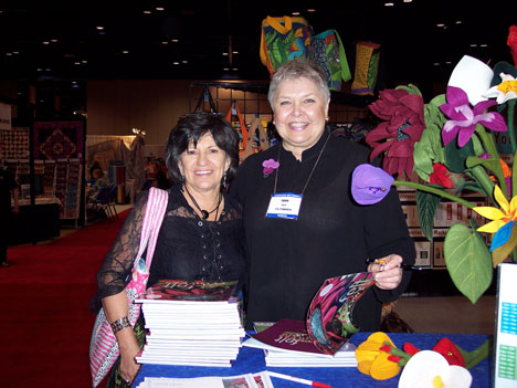 Lynne Farris with Phyllis Dobbs at Houston 2007 Quilt Market.jpg